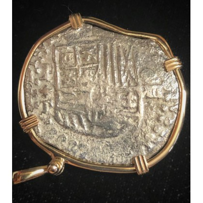 ATOCHA grade 1 Eight Reale dated 1619.Taoia Assayer. 14 Kt. Gold bezel with boat shackle.coin # 85A-176046